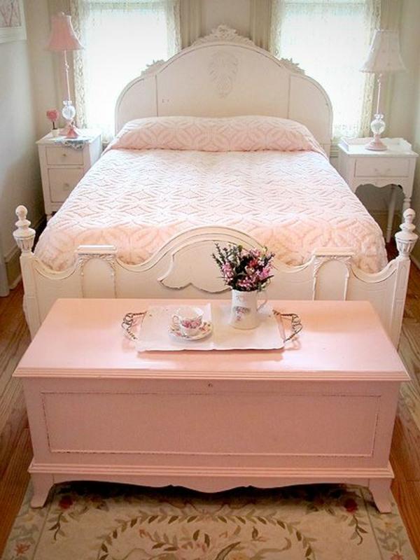 Schlafzimmer-in-rosa-Farbe-rosa-Bett