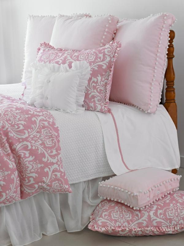 Schlafzimmer-in-rosa-Farbe--rosa-Bettwäsche