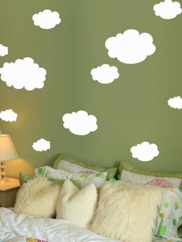 Schlafzimmer-mit-toller-Wandfarbe-Grüntone