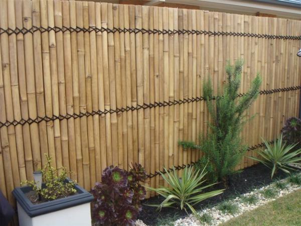 Sichtschutz-Bambus-für-Draußen-