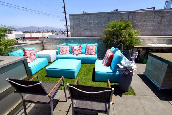 Terrasse-Terrasse-mit-künstlichem-Gras