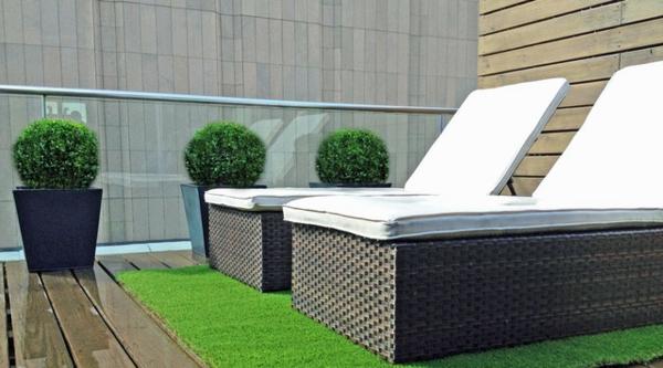 Terrasse-mit-künstlichem-Gras--und-Holzboden