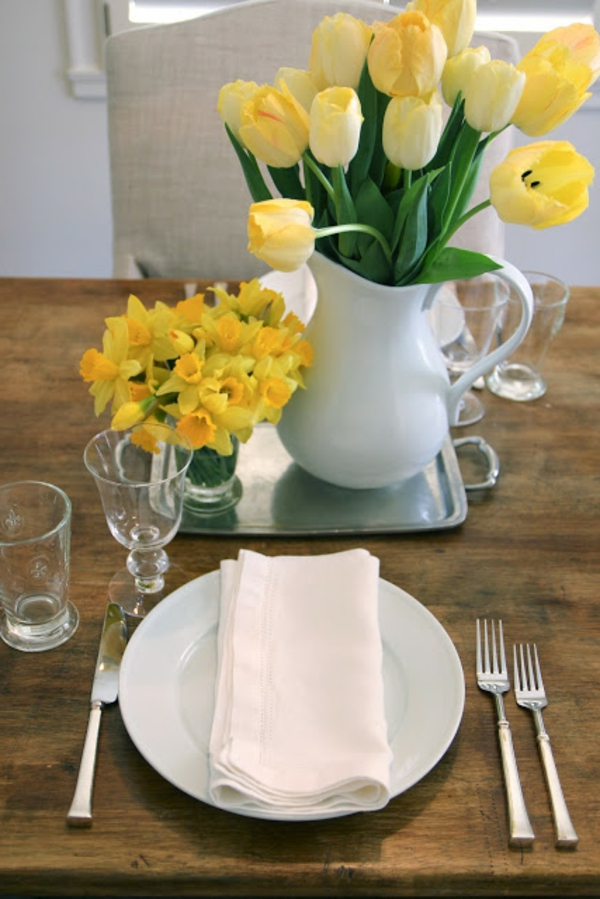 Tischdeko-Tischdekoration-mit-gelbenTulpen