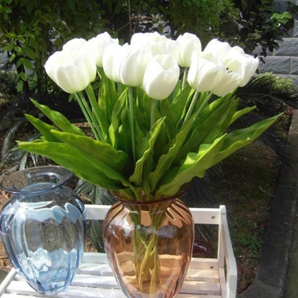 Tischdeko-Tulpen-in-weißer-Farbe