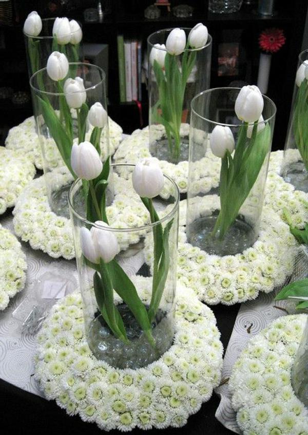 Tischdeko-in-Grün-und-Weiß-