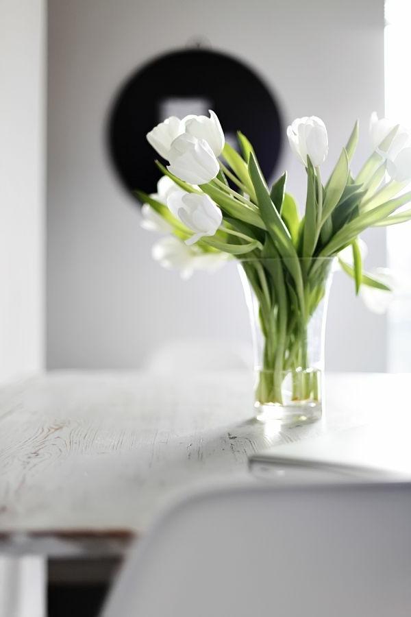 -Tischdeko-in-Grün-und-Weiß-im-Glas