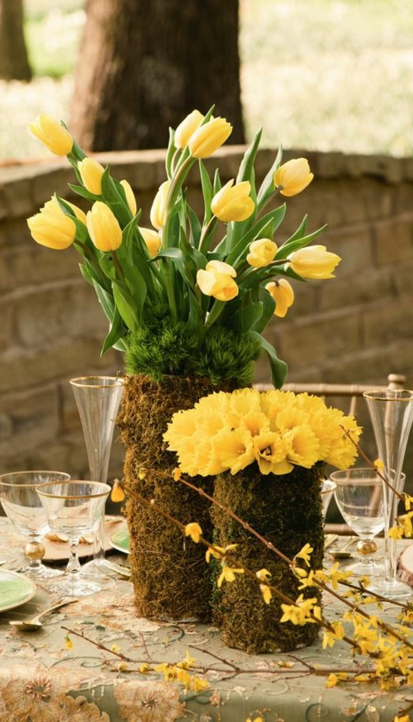 Tischdekoration-mit-Tulpen-Gelb