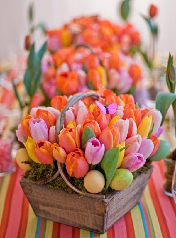Tischdekoration-mit-Tulpen-in-vielen.verschiedenen-Farben