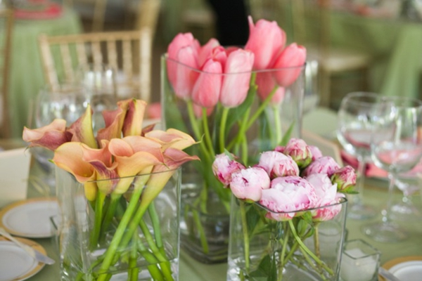 Tischdekoration-mit-rosa-Tulpen-Dekoidee