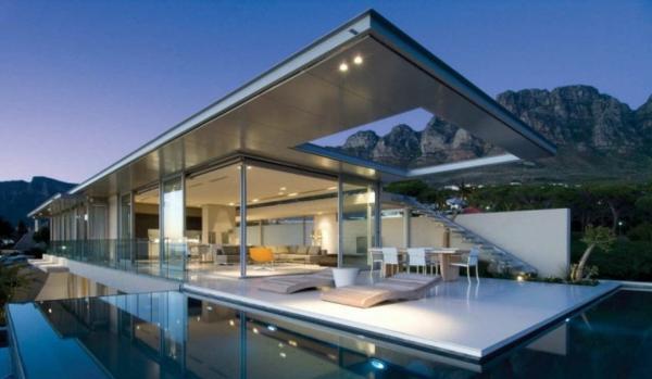 Traumwohnung-mit-Glaswänden-moderne-Architektur