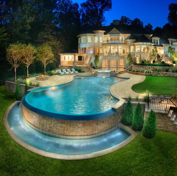 Traumwohnung-mit-erstaunlichem-Pool-