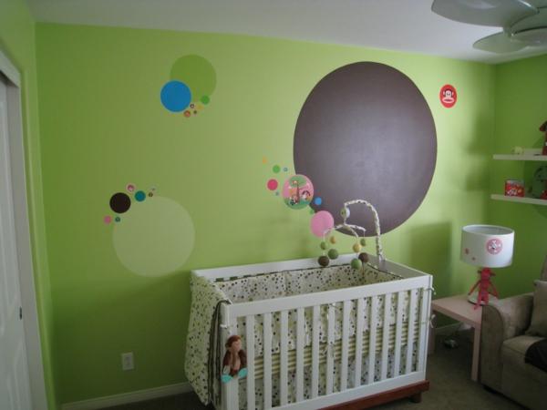 Wand-.in-Grüntönen--Babyzimmer