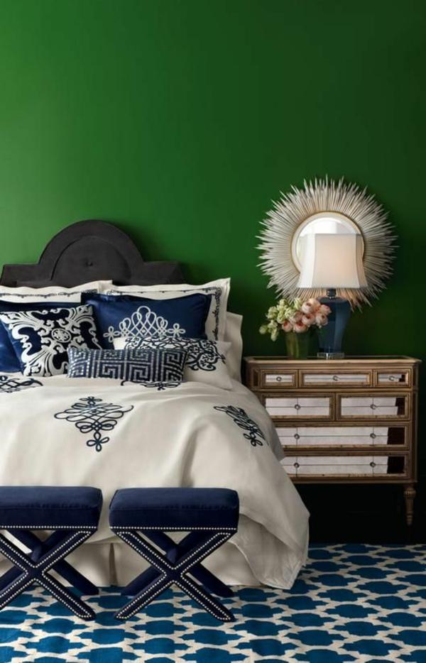 Wand-.in-Grüntönen-Schlafzimmer