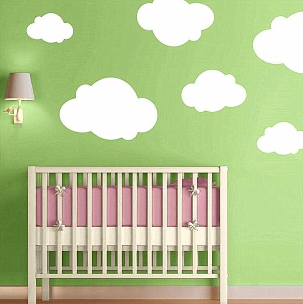 Wandfarbe-Grüntone-weiße-Wolken