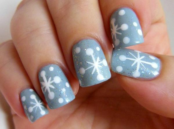 Weihnachtsdeko-Fingernägel-Design-Ideen-Schneeflocken