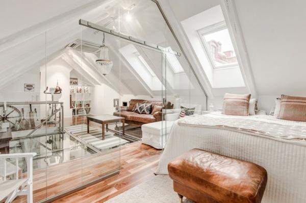 Wohnen unterm dach luxuri se mansarde in stockholm for Badezimmer ideen unterm dach