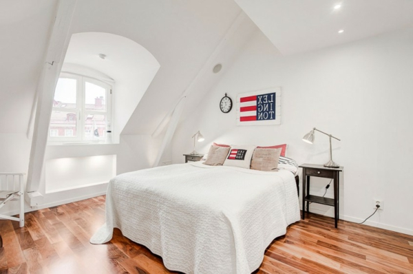 wohnen unterm dach luxuri se mansarde in stockholm. Black Bedroom Furniture Sets. Home Design Ideas