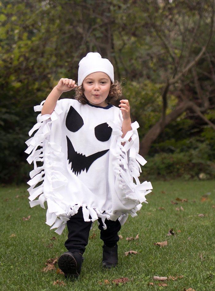 anleitung diy ideen schritt für schritt geist kostüm kinder selber machen gruselige ideen halloween verkleidung schwarz weiß mit mütze