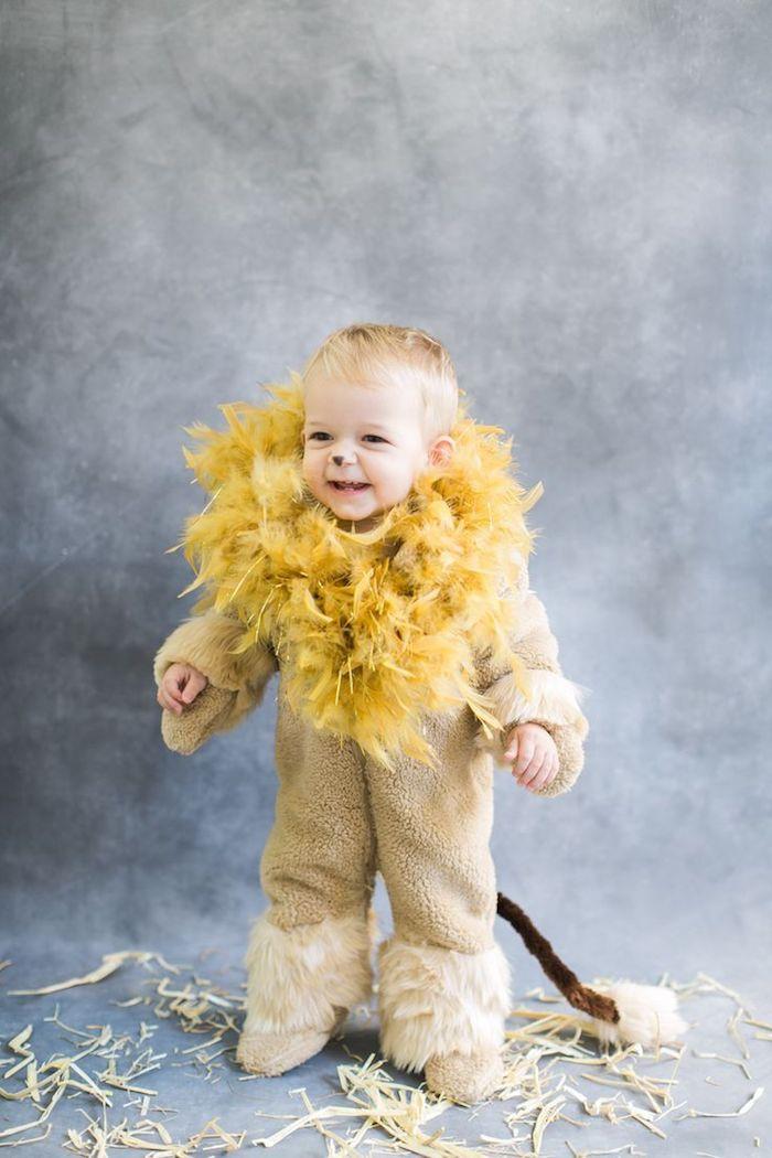 baby kleines blondes kind löwen halloween verkleidung süße ideen kostüme für kinder diy selber machen schritt für schritt