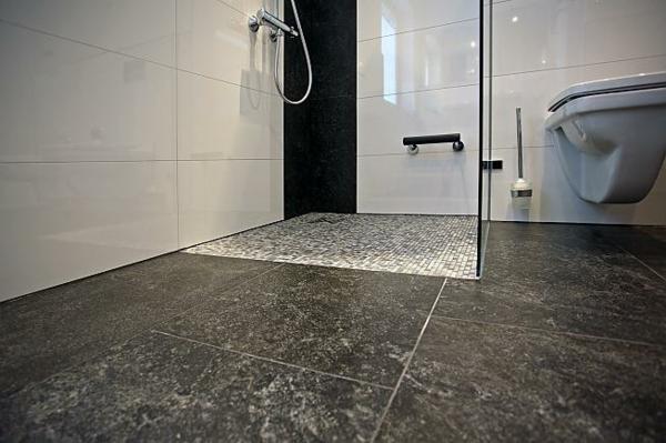 badezimmer-fliesen_ideen-für-einrichtung-dunkelgrau