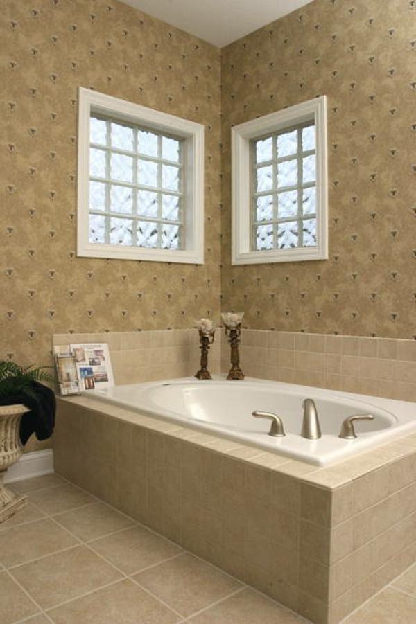 badezimmer fenster-im-beige-bad