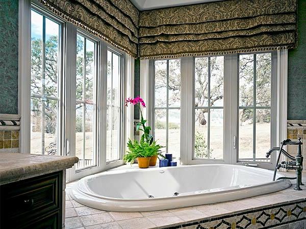 badezimmer fenster-im-gemütlichen-bad