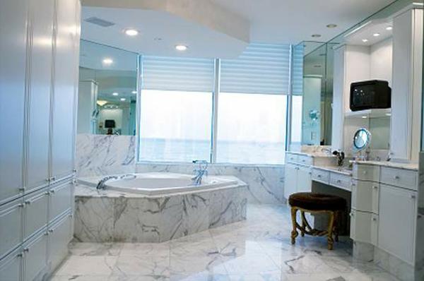 badezimmer fenster-im-super-großen-bad