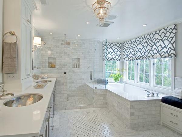badezimmer fenster-im-super-weißen-bad