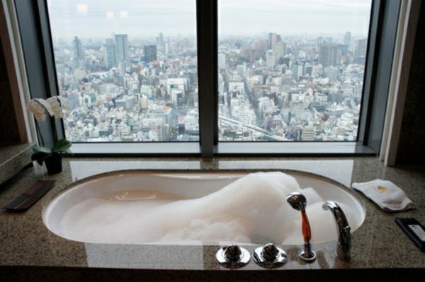 badezimmer fenster mit einem coolen blick