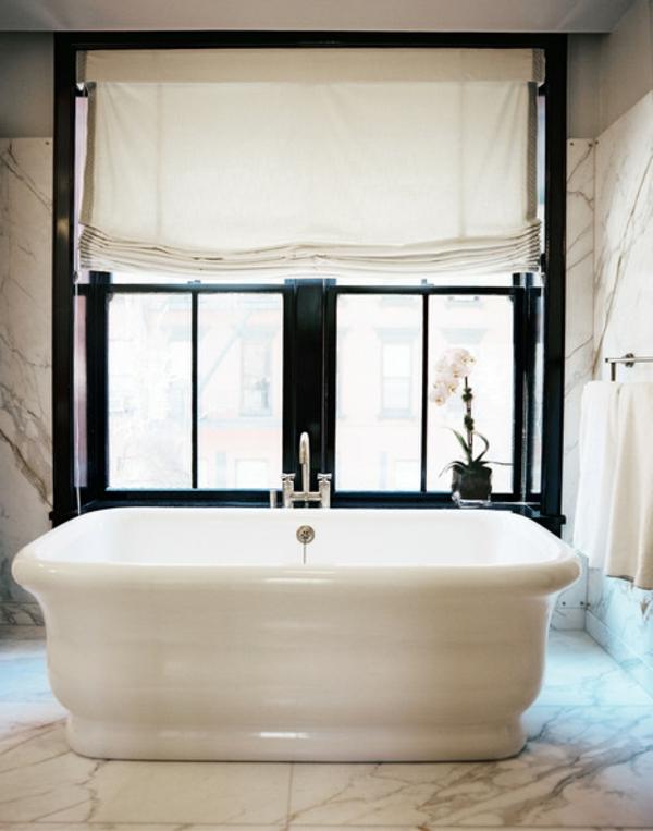 Badezimmer Fenster Im Ultramodernen Weißen Bad