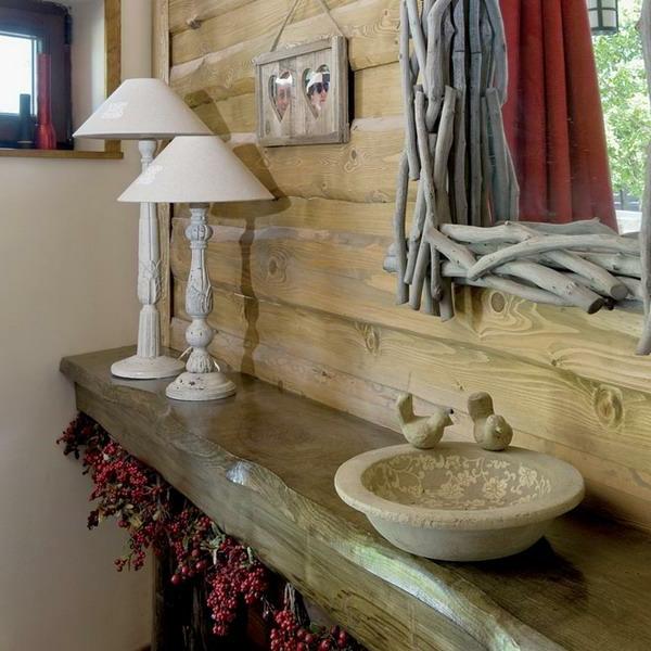 interessante badmöbel im landhaus - stil - regal aus holz
