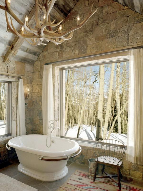 badmöbel-im-landhaus-stil-weiße-schöne-badewanne