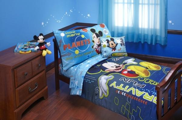 blaue-Bettwäsche-Mickey-Mouse-im-Kinderzimmer