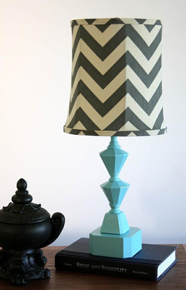 blaue-farbige-Tischlampe-für-das-Wohnzimmer-Design-Idee