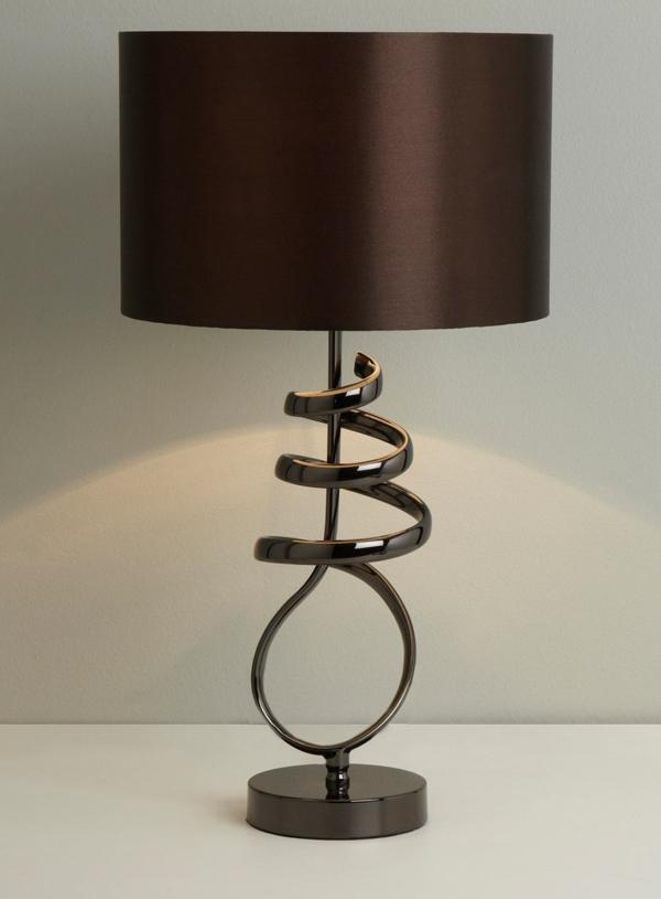 braune-elegante-tischlampe-