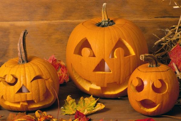 coole--Halloween-Kürbis-Gesichter-schnitzen