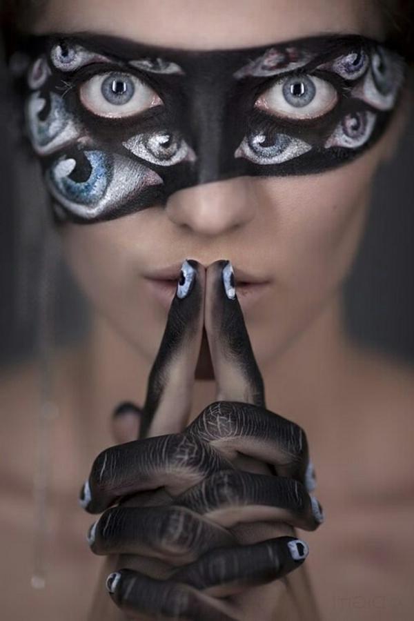 coole-Halloween-Makeup-Ideen-viele-Augen