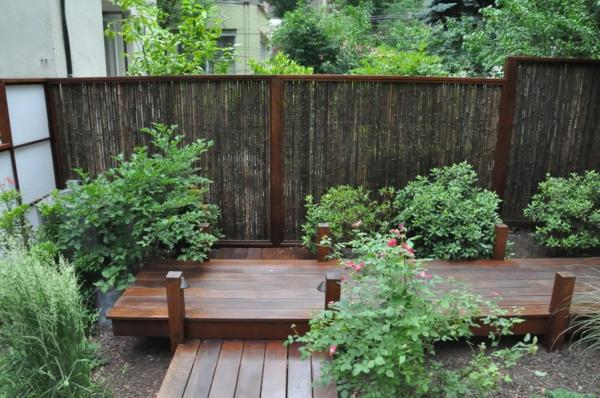 coole-Idee-dunkelbrauner-Gartenzaun-aus-Bambus-