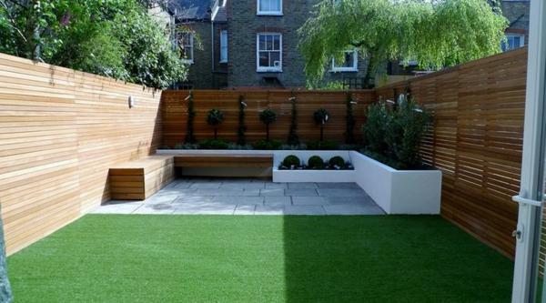 coole-Terrasse-mit-künstlichem-Gras-auf-dem-Boden