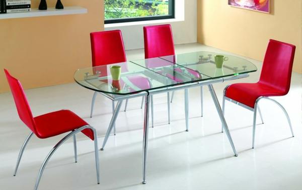 cooler-Esstisch-aus-Glas-rote-Stühle