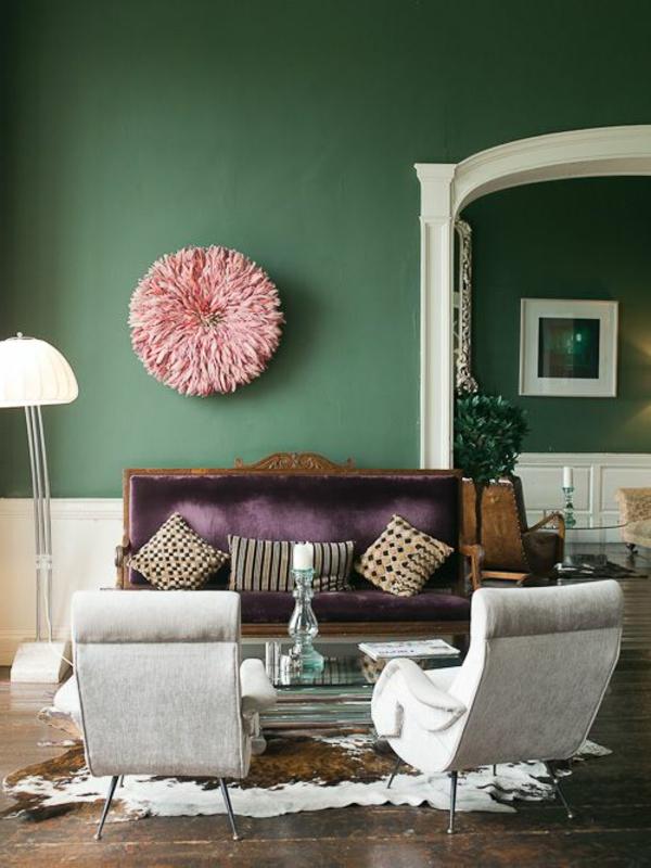 cooles-Wohnzimmer-mit-Wandgestaltung-in-grüner-Farbe