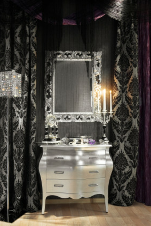 cooles-spiegel-design-im-gothic-badezimmer