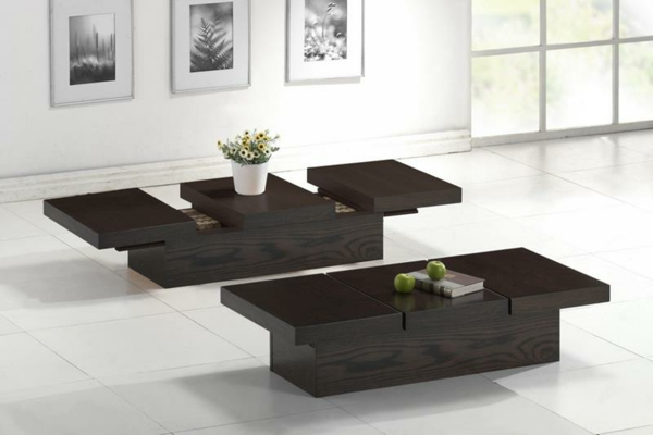 zwei-dunkle-Beistelltische-aus-Holz