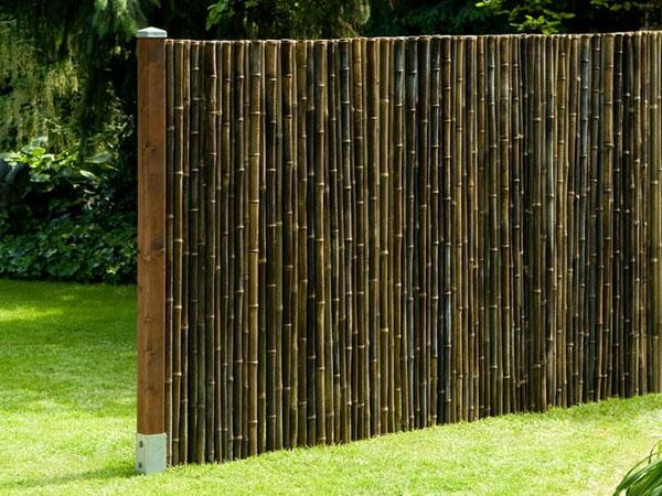 dunkler-Gartenzaun-aus-Bambus-Ideen