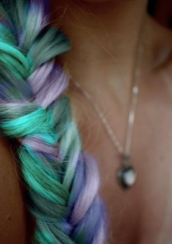 effektvolle-Frisuren-für-Frauen-coole-Farben-Lila-Grün