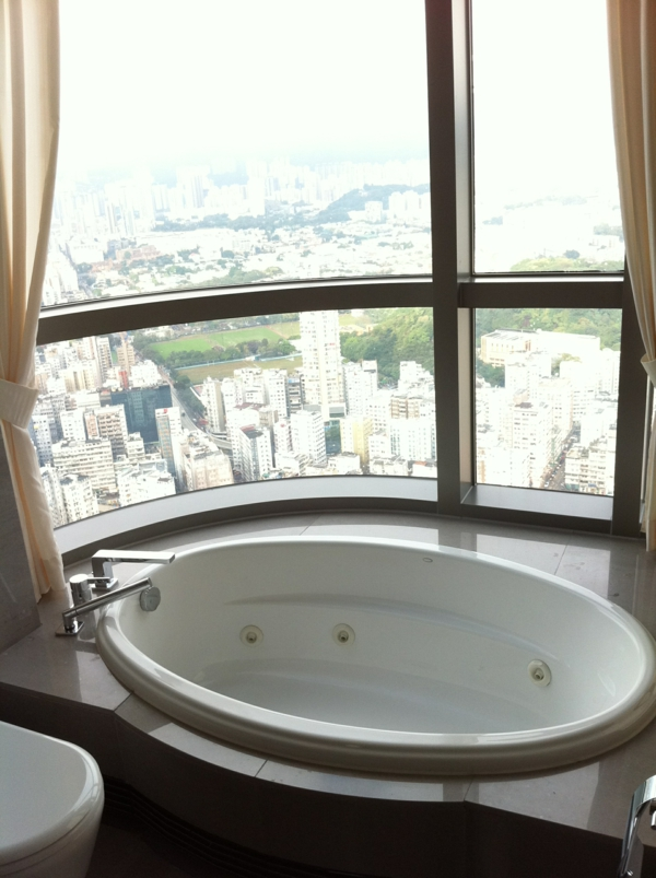 Badezimmerfenster designs 38 wundersch ne fotos - Badewanne mit glaswand ...