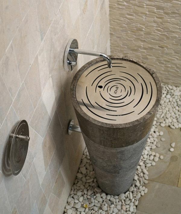 einmaliges-design-vom-waschbecken-interessanter-look- einem baumstamm ähneln