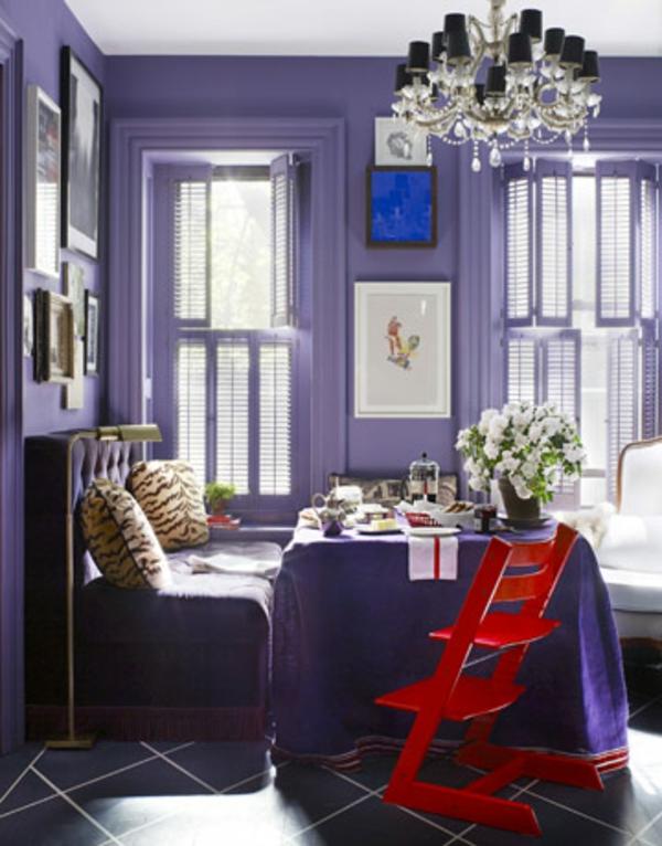 einzimmerwohnung-einrichten-lila-wände-hohe-decke