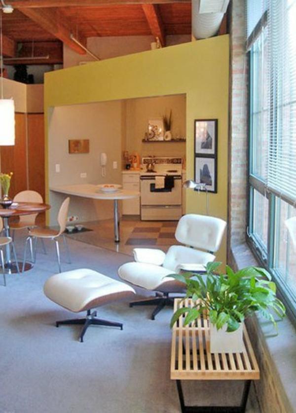 einzimmerwohnung-mit-einem-weißen-liegestuhl