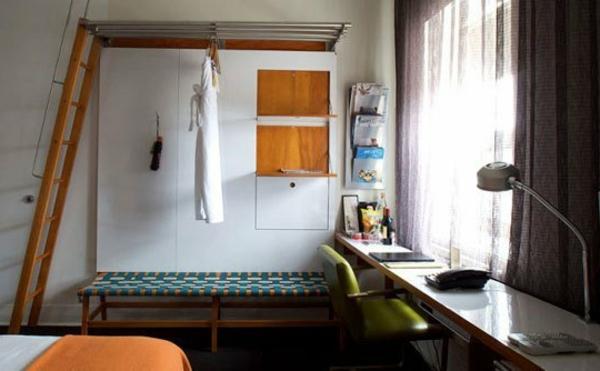 einzimmerwohnung-mit-orangen-elementen
